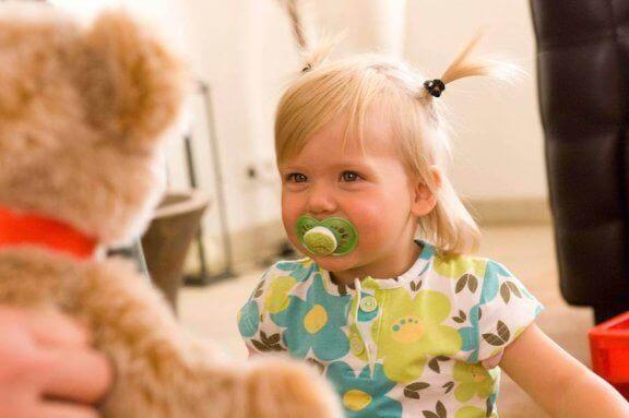 datter med bamse