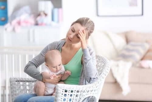 adoptivforelder og baby