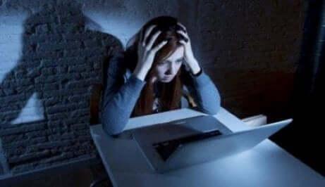 Juridiske aspekter ved digital mobbing på skolen