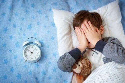 Barnet mitt er alltid redd for å sove hjemmefra