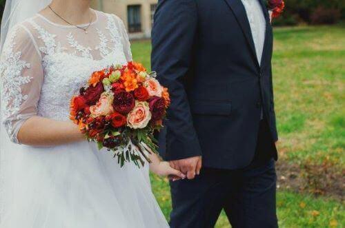 Hvorfor kler bruder seg i hvitt på bryllupsdagen?