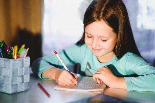 5 øvelser for å forbedre barnets håndskrift