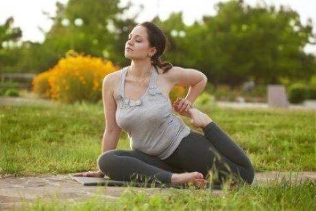 yogastillinger som forbedrer fruktbarheten