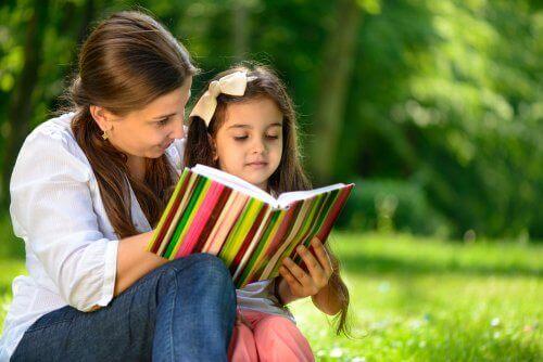 5 aktiviteter som motiverer barna dine til å lese