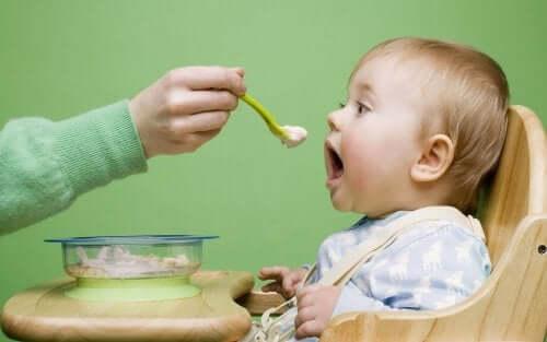 Matvarer for lindring av magesmerter hos barn
