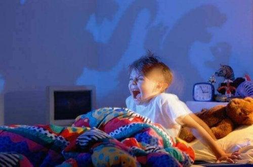 Hva bør jeg gjøre når barna har mareritt?