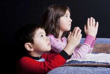 Skal vi passere våre religiøse tro på våre barn?