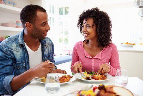 Par som spiser sammen