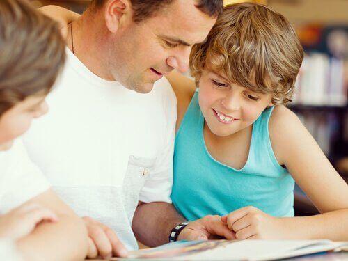 Det er alltid bra å lese sammen med barna sine.
