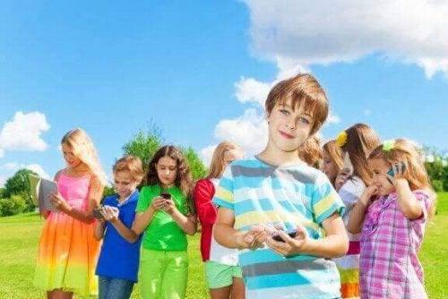 Når kan barna begynne å bruke sosiale medier?