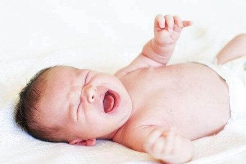 Hvorfor er det dårlig å la babyen gråte hele natten?
