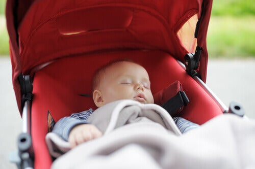 baby sover i barnevogn