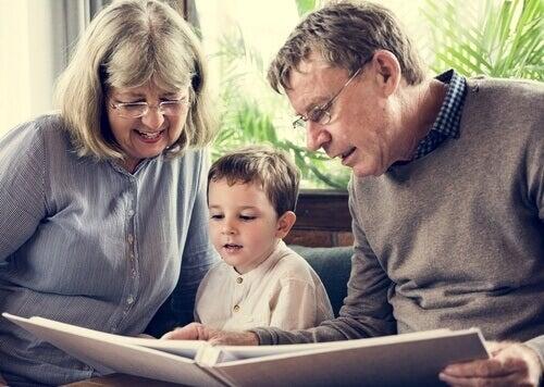 Besteforeldre med barnebarn