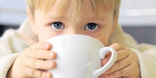 Er kaffe og barn en god kombinasjon.