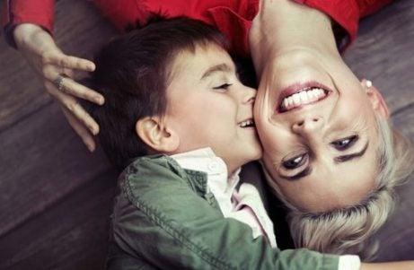 Hvordan knytte et sunt bånd med barnet ditt?