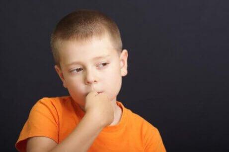 Slik forhindrer du neglebiting hos barn