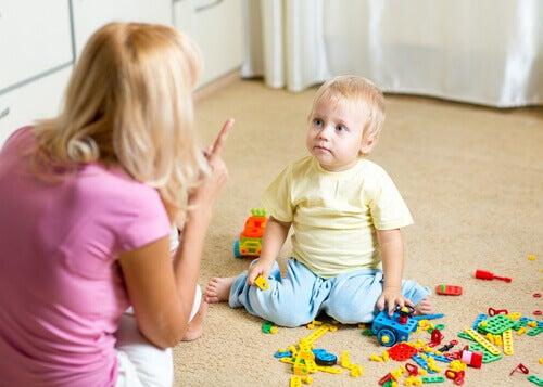 Barn som får kjeft.