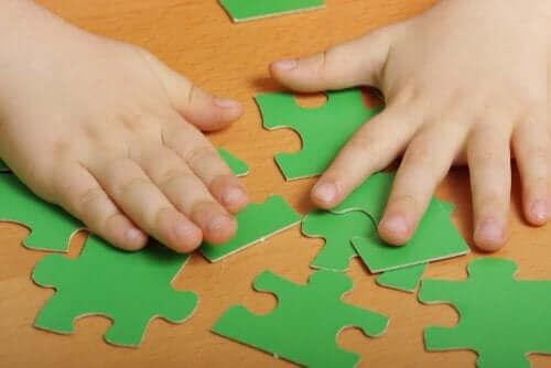 Det finnes mange fordeler med puslespill for barn.