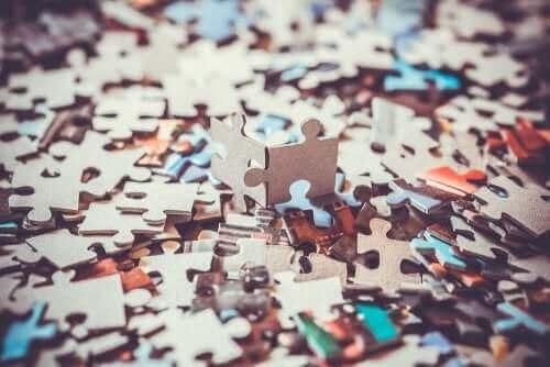 Fordeler med puslespill for barn: De hjelper med logisk tenkning.