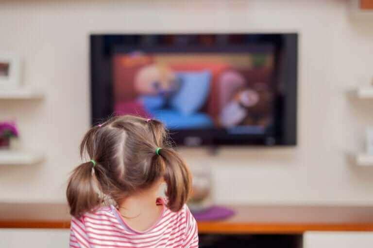 Hvordan påvirker overdreven skjermtid barna våre?