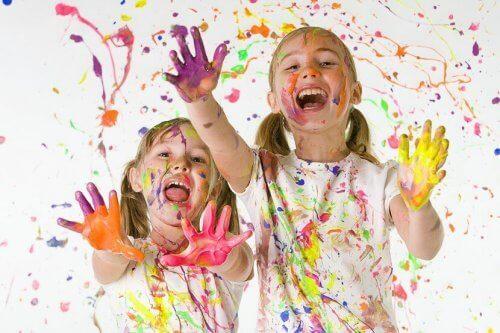 Hvordan lære barn om viktigheten av kunst