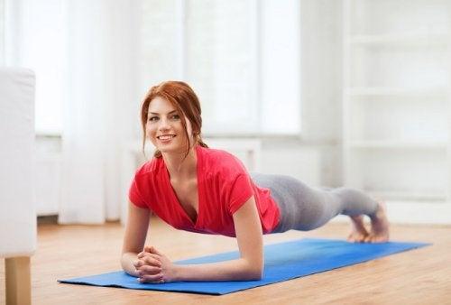 Planke for å styrke magemusklene