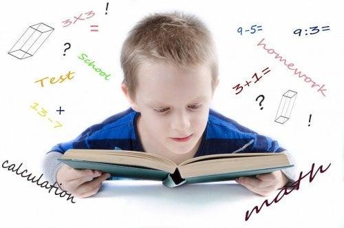 gutt løser matteoppgaver