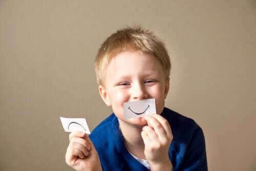 Barn med smil
