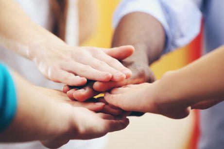 Foreldre hjelper barn med å lære toleranse