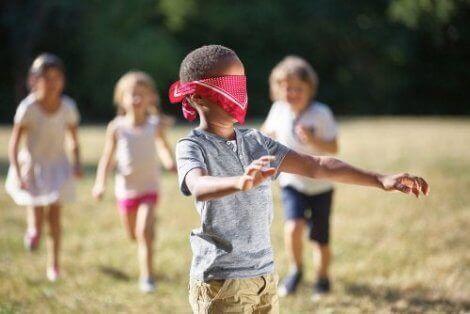 5 aktiviteter for å utforske taktil stimulering hos barn