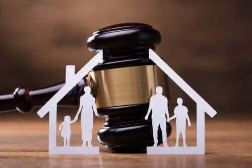 Hvordan du ansetter en familieadvokat du kan stole på