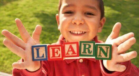 Enkle tips for å lære barnet ditt et andrespråk