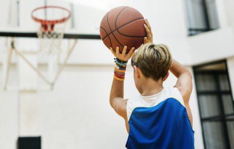 Fordelene med å spille basketball for barn