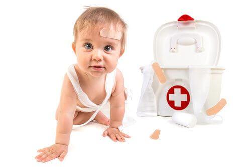 Hvorfor du trenger å ha et førstehjelpsskrin hjemme