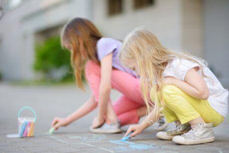 Slik oppmuntrer du til kreativitet hos barn