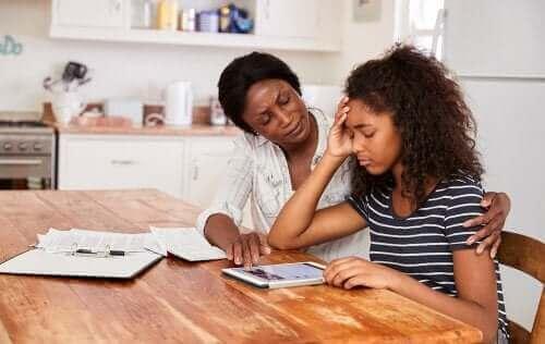 Hvordan hjelpe barn å håndtere stresset ved lekser