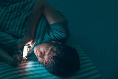 Smarttelefoner forstyrrer søvn