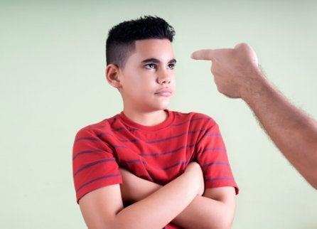 Altfor strenge foreldre: Problemer og konsekvenser