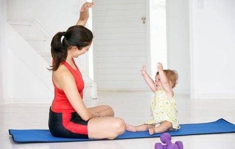 Fordelene med yoga for babyer