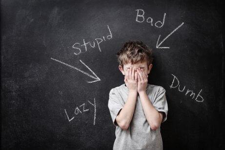 Klasseromsaktiviteter for å øke selvaktelsen blant barn