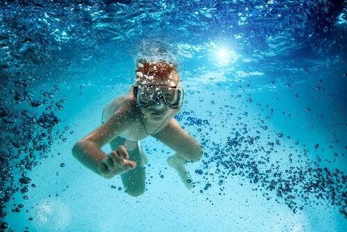 Alle fordelene med dykking for barn