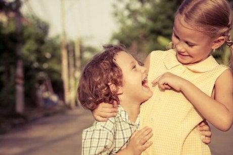Hvordan påvirker søsken søsken til barn?