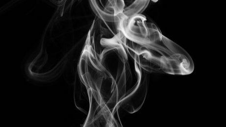 5 nøkler for å forhindre røyking blant tenåringer