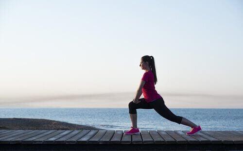 For å styrke beina kan du utføre mange forskjellige øvelser.