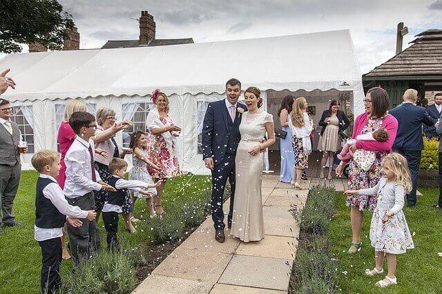 11 måter å involvere barna i bryllupet deres