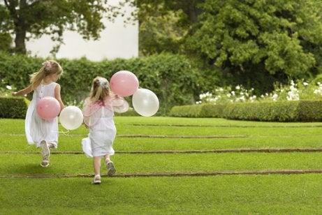 11 måter å involvere barna i bryllupet ditt