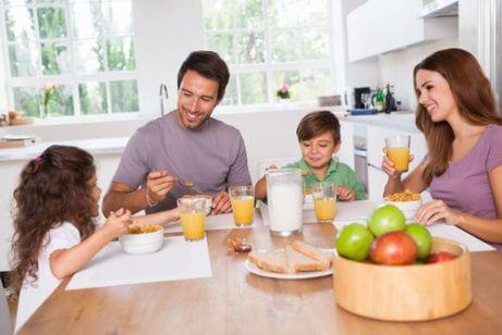 Hvordan få barn til å prøve nye matvarer