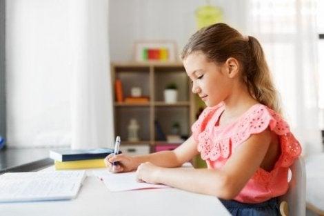 Hvordan lage et godt område for å gjøre lekser