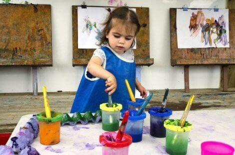 Hvordan oppmuntre til kunstnerisk talent hos barnehagebarn