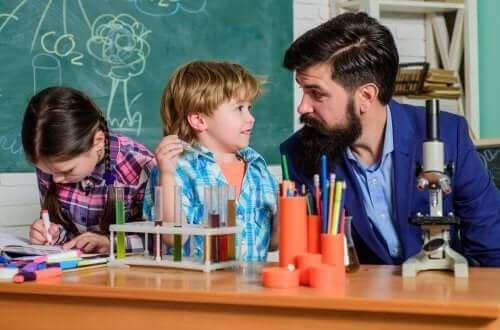 Alt du trenger å vite om kritisk pedagogikk